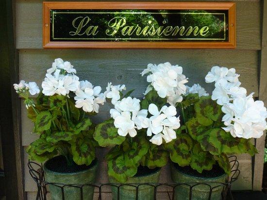 Belle Le Vie: La Parisienne's entrance