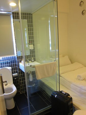 Just Inn: Room
