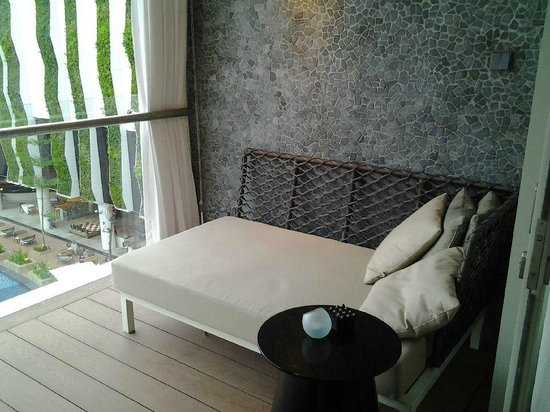 The Stones Hotel - Legian Bali, Autograph Collection: Day bed in balcony