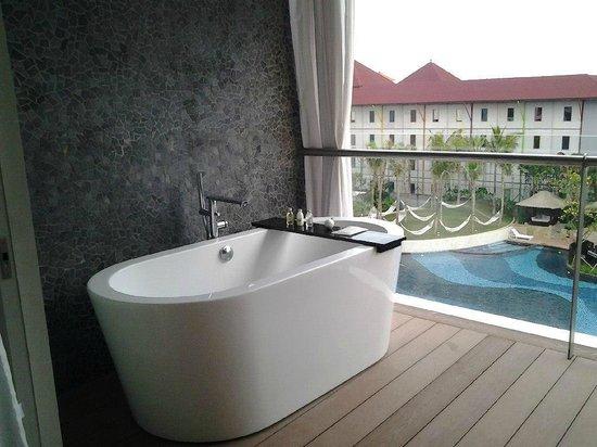 The Stones Hotel - Legian Bali, Autograph Collection: For a romantic bath :-)