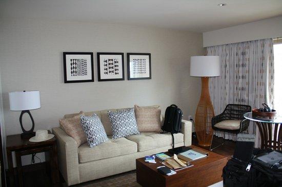 Hokulani Waikiki by Hilton Grand Vacations: Living room