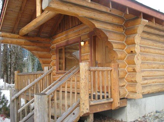 Riverside Resort Whistler: Cabin exterior