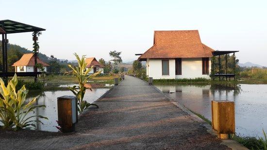 Manee Dheva Resort & Spa: บรรยากาศหน้าห้องพัก