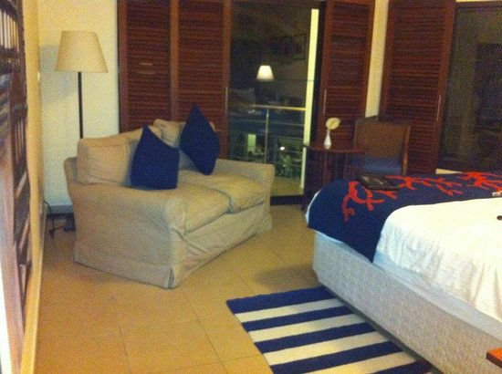 BEST WESTERN Coral Beach Hotel: setting area of the room