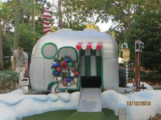 Disney's Winter Summerland Miniature Golf Course: Front caravan and snow blower