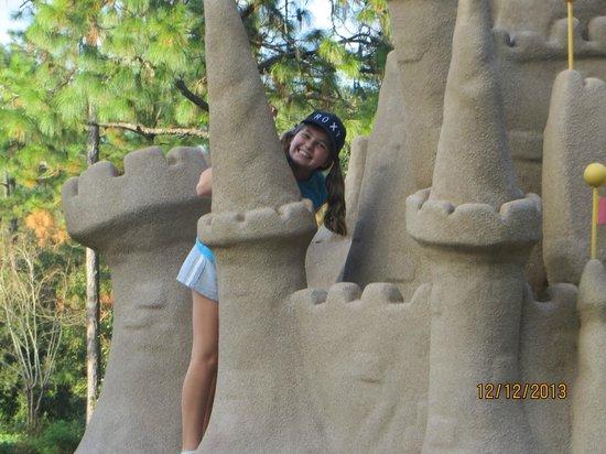 Disney's Winter Summerland Miniature Golf Course: Sand castle in summerland
