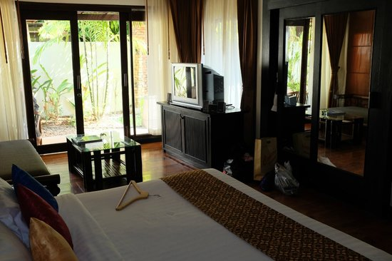 Railay Bay Resort & Spa: Old TV but with good sound system