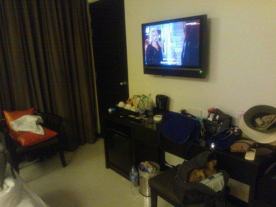 Ananta Burin Resort: Mounted LCD TV with a minibar!