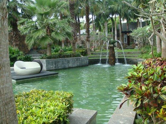 Mandarin Oriental, Sanya: Зеленая огромная территория отеля