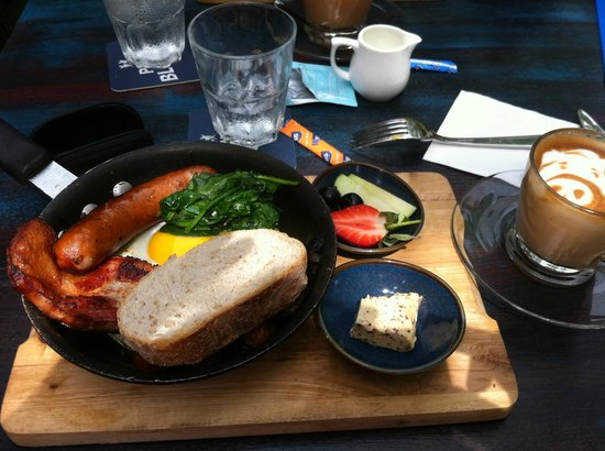 Intrepid Gastrobar: Brunch in a pan.... all yummy!