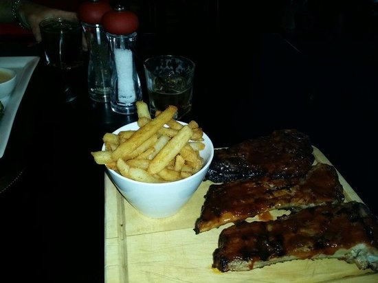 Flame Bar and Grill : Best ribs!!!