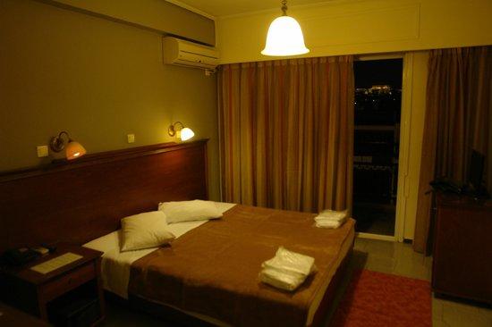Apollo Hotel: Достаточно приятный номер , есть все для путешествия по городу.