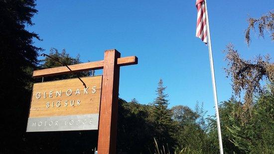 Glen Oaks Big Sur: Entrance sign