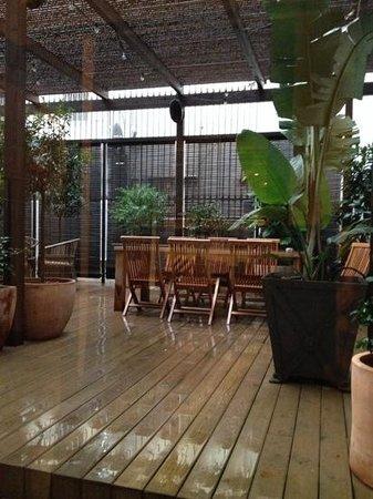 H10 Catalunya Plaza: la terrasse attenante au bar