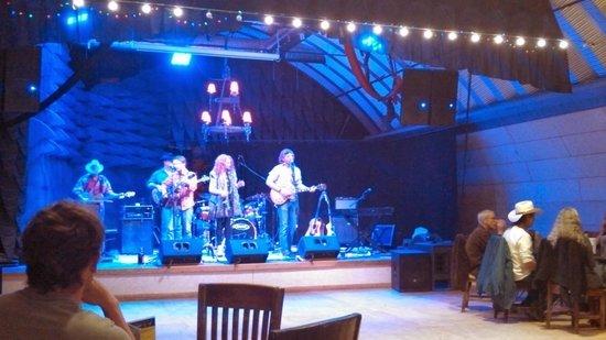 Taos Mesa Brewing: bandstage