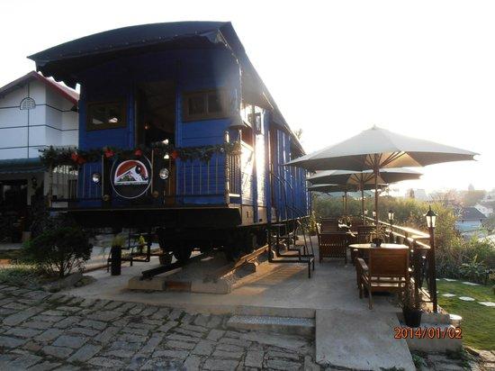 Dalat Train Cafe: the train carraige