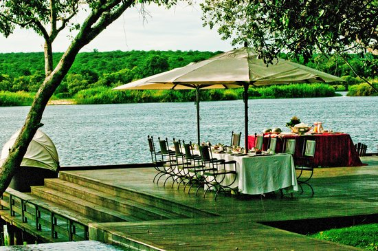 Royal Chundu Luxury Zambezi Lodges: Breakfast table