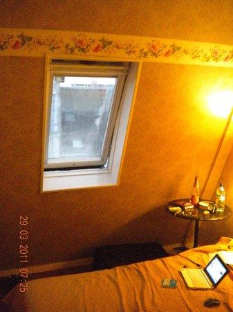 Hotel Agora: окно