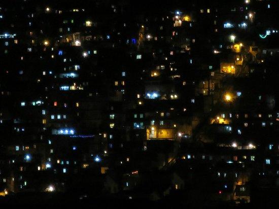 Orla Copacabana Hotel : Favela at night