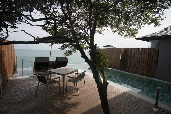 Silavadee Pool Spa Resort : Deck view during the day