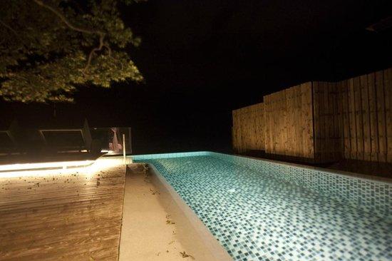 Silavadee Pool Spa Resort: Pool view at night
