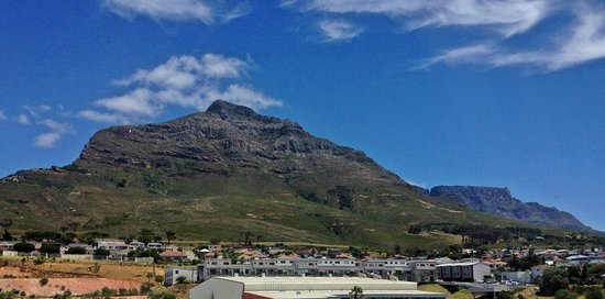 DoubleTree by Hilton Cape Town - Upper Eastside: Room 252 - View of Lion's Head