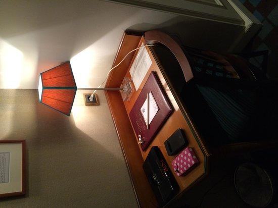 Hotel des Arts - Montmartre: le petit bureau