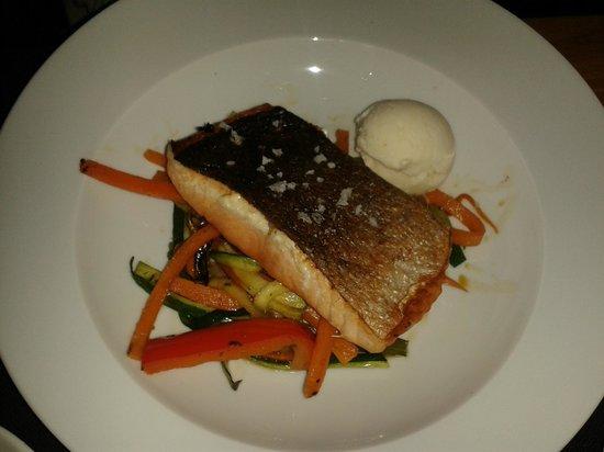 Gilda by Belgious : Salmon con verduritas y helado de gengibre