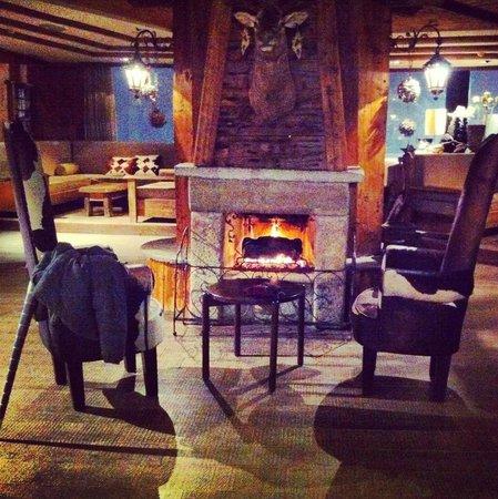 Hotel Principi di Piemonte : Camino zona Bar