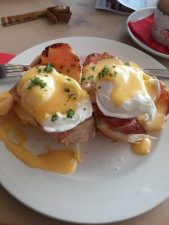 Eggs benedict, with bacon