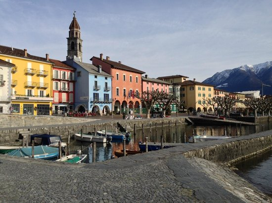 Piazza Ascona Hotel & Restaurants : Blick auf die Promenade von Ascona wo das Hotel Piazza liegt