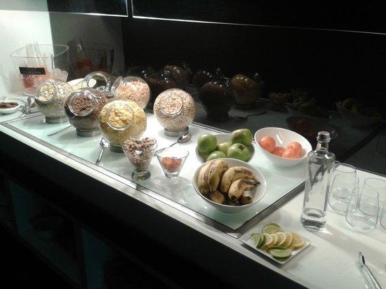 H10 Port Vell: desayuno bufete