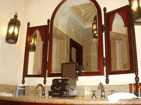 Jumeirah Mina A'Salam : Miroirs SDB