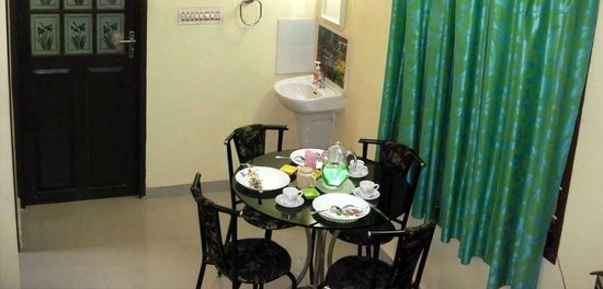 Marian's Castle Home Stay: Dining