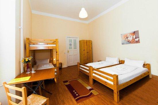 Familienzimmer economy mit gemeinschaftsdusche bild von for Hotels mit familienzimmer in hamburg