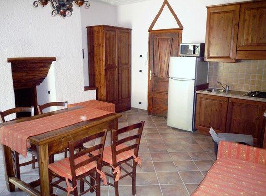 Casa Vacanze Elisa: soggiorno rosso