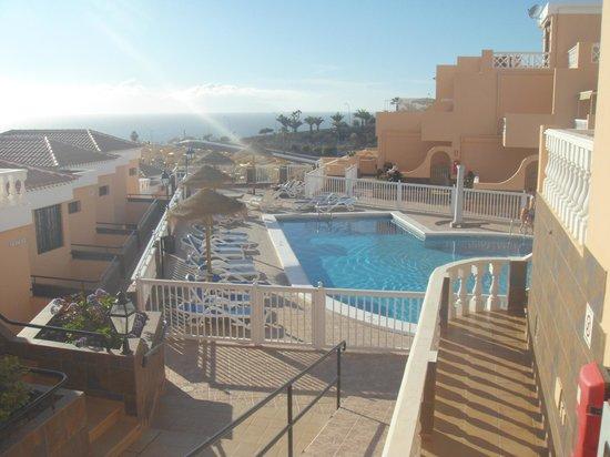 Paradise Court Aparthotel : Swimming pool area