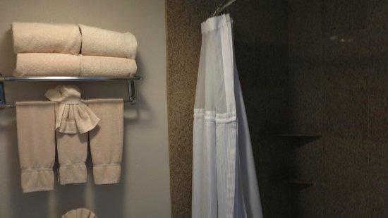 The Anabella: Bathroom