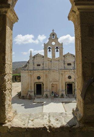 Sacred Monastery of Arkadi: Vista dal edificio di fronte