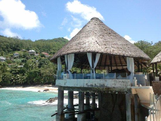 Sunset Beach Hotel: Бар