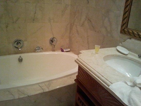Sunset Beach Hotel: Ванная комната