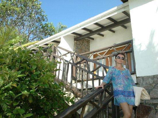 Sunset Beach Hotel: По два-три номера на один домик
