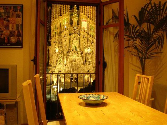 Gaudi's Nest: Vistas desde el salón-comedor