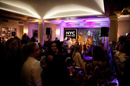 NYC Piano Bar: Cosy place