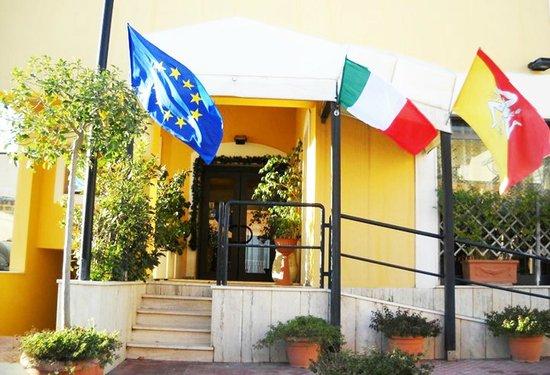Greta Rooms Hotel: Esterno