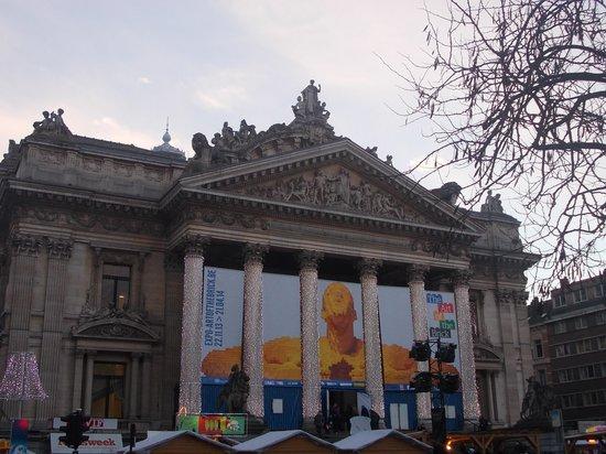 La Bourse de Bruxelles: bourse - esterno - giorno