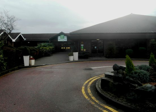 Holiday Inn Rochester-Chatham: Entrance with Swimming Pool Location