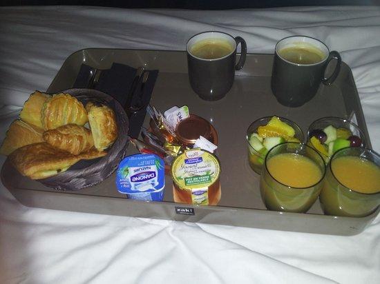 Seven Hotel Paris: Petit déjeuner servi en chambre