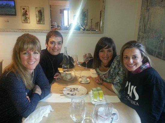 La Capella: Foto de mis amigas y yo!!