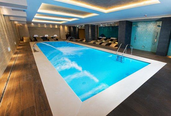 Kronwell Hotel: Indoor Swimming Pool